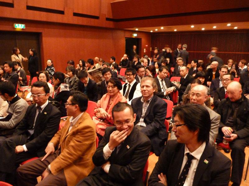 Vor der Vorführung in Tokyo. (Foto: Yoshimi Takano)